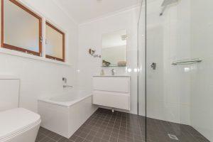 Elderton-Guest-House-bathroom