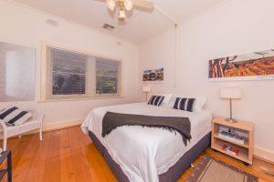 Elderton-Guest-House-bedroom1